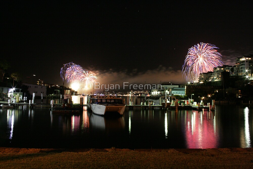 6_Fireworks Sydney Harbour New Years Eve 2008 by Bryan Freeman