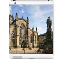 St Giles' Cathedral and Parliament Square iPad Case/Skin