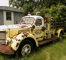 old fire truck by gailrush