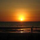 Sunset at Mindil Beach by gemtrem