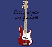 Ceci n´est pas une guitare ver.2 Unisex T-Shirt