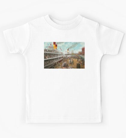 Boat - A vacation to remember - 1901 Kids Tee
