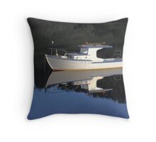 Mirror trawler Throw Pillow