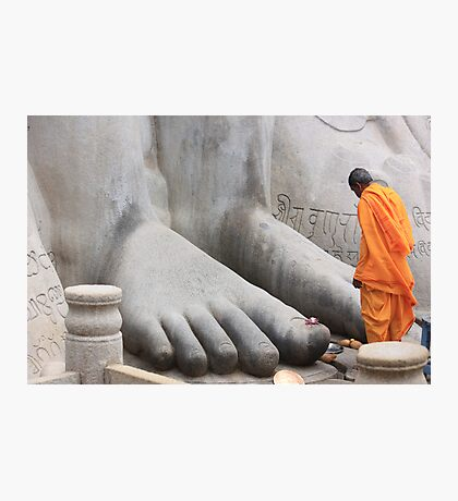 At His feet! Photographic Print
