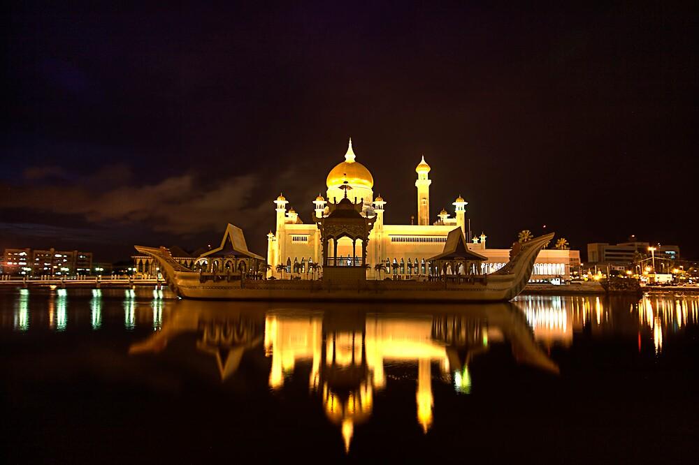 Omar Ali Saifuddin Mosque - Night View Brunei Darussalam - Bandar Seri Bagwan by Trishy