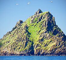 approach to skellig island by upthebanner