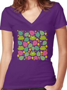 Frog Pattern Women's Fitted V-Neck T-Shirt