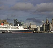 QE2 at Liverpool by gothgirl
