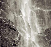 Bridalveil Falls by Leroy Laverman