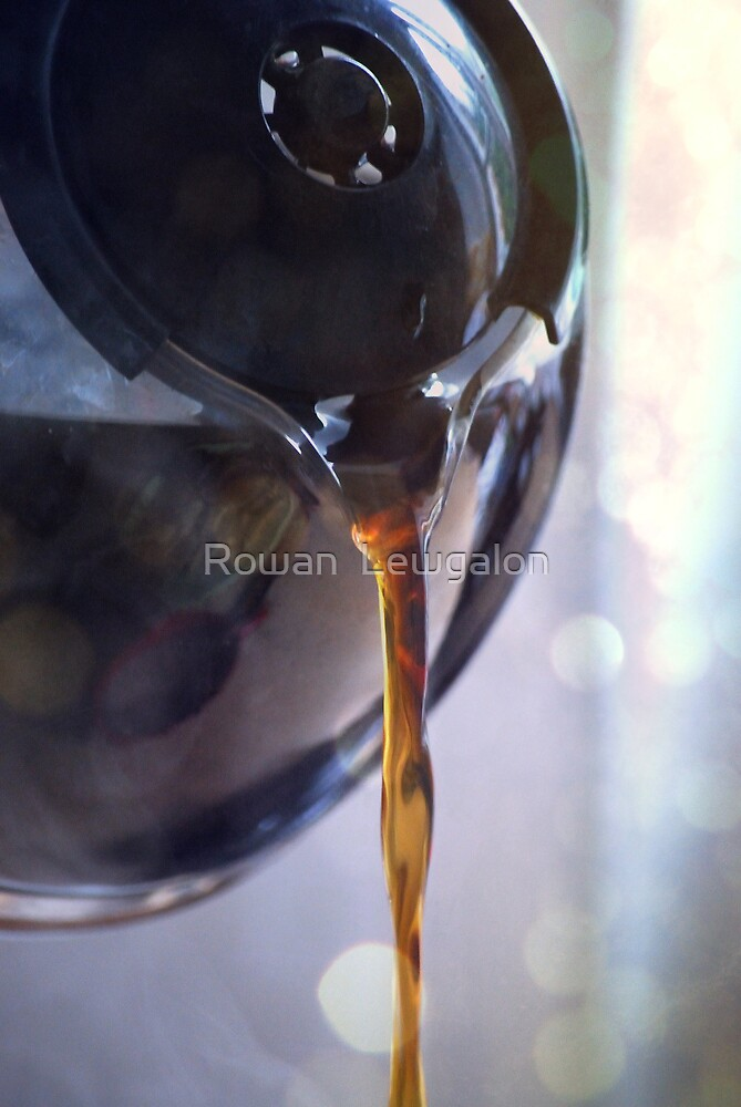 Pouring liquid heaven by Rowan  Lewgalon