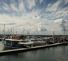 Incoming clouds, Hervey Bay, Australia by fns720