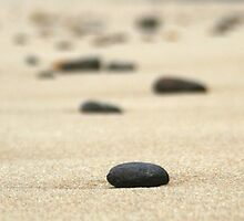 Rocks on sand by liquidlines