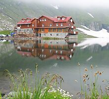 Balea Lake (2034 altitude) by adrisimari
