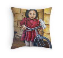 Clara nel cortile Throw Pillow