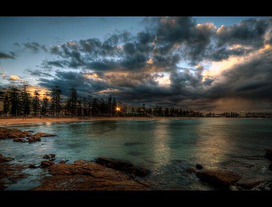 Manly Beach, Sydney. by baddoggy