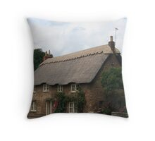 Thatch Roof Cottage, Oakham, Rutland Co., England Throw Pillow
