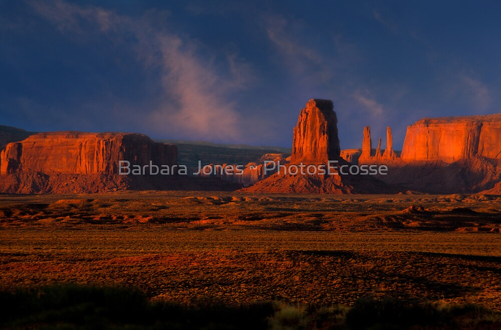 Dawn Light. Monument Valley. Arizona.  USA. by PhotosEcosse