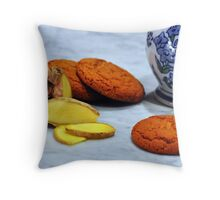 ginger biscuits Throw Pillow