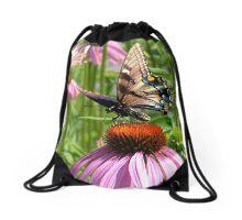 papillon sur la fleur Drawstring Bag