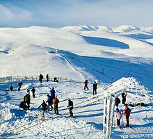 Skiing in Scotland by Duncan Shaw