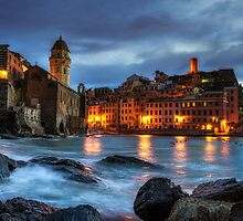 Vernazza Night by aaronchoi