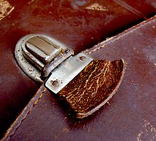 Leather & Latch by Gudrun Eckleben