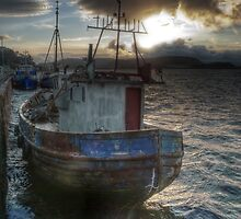 fishing boat by kippis