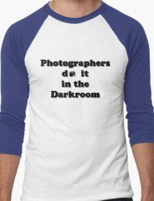 Photographers do it in the Darkroom Men's Baseball ¾ T-Shirt