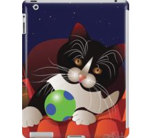 Cat on the roof iPad Case/Skin