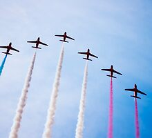 Red Arrows in formation by nayamina
