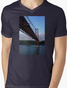 25 De Abril Bridge Mens V-Neck T-Shirt
