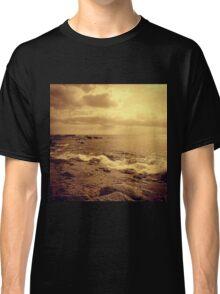 Waves on rocs Classic T-Shirt