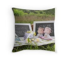 picnik bride Throw Pillow