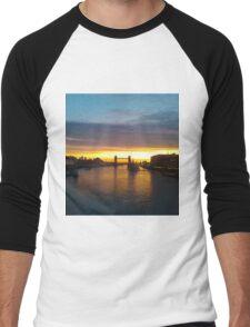 Tower Bridge Backlit Men's Baseball ¾ T-Shirt