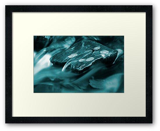 A puddle of blue oblivion by TaniaLosada