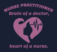 NURSE PRACTITIONER. BRAIN OF A DOCTOR, HEART OF A NURSE. T-Shirt