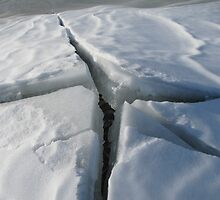 Mysterious crack in the ice by PVagberg