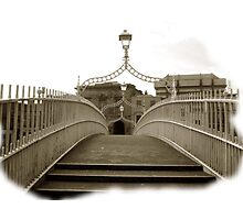 The Ha'penny Bridge..in the rare oul times! Photographic Print