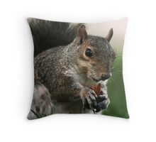 the real new yorker Throw Pillow