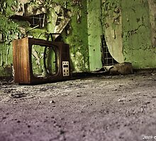 old tv (HDR) by Denis Dittrich