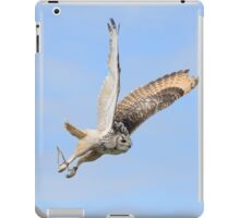 Owl in Flight 2 iPad Case/Skin