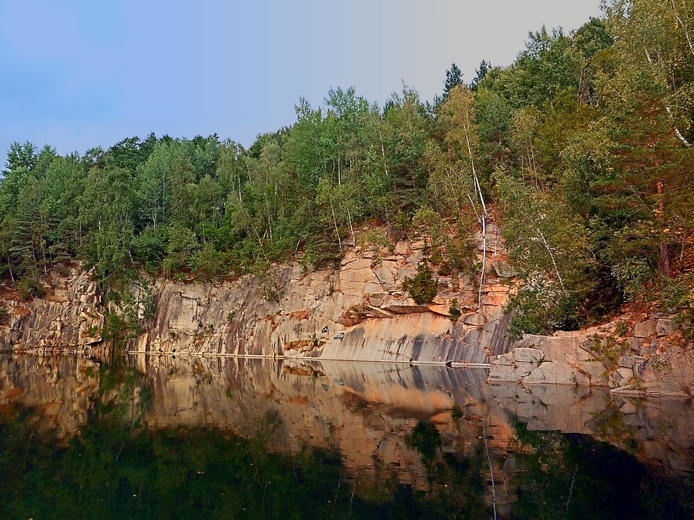 Granite rocks at the natural lake | waterscape photography by Patrick Jobst