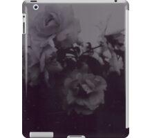 { i v } iPad Case/Skin
