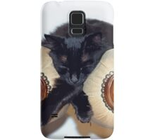 Relaxed Black Cat Sleeping Between Two Chairs Samsung Galaxy Case/Skin