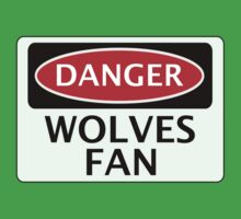 DANGER WOLVERHAMPTON WANDERERS, WOLVES FAN, FOOTBALL FUNNY FAKE SAFETY SIGN Kids Tee
