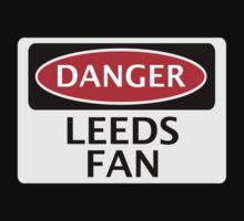 DANGER LEEDS UNITED, LEEDS FAN, FOOTBALL FUNNY FAKE SAFETY SIGN Kids Tee