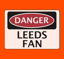 DANGER LEEDS UNITED, LEEDS FAN, FOOTBALL FUNNY FAKE SAFETY SIGN Kids Tee