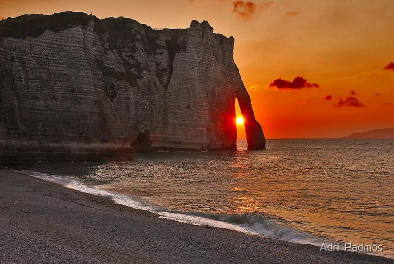 Sunset in Étretat by Adri  Padmos