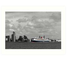 The Centre of Attraction - Queen Mary 2 Art Print