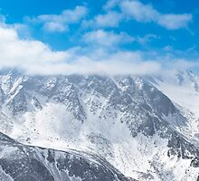 Munku-Sardyk peak in clouds by sergeylukianov